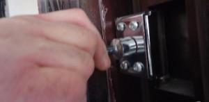 Регулировка дверной петли