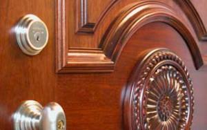 Накладка из дерева на дверь