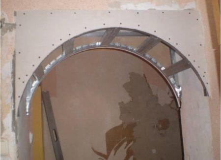 Готовый к отделке каркас арки
