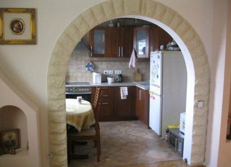 Бюджетная арка на кухню в квартире