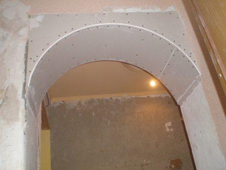Обшитая гипсокартоном арка