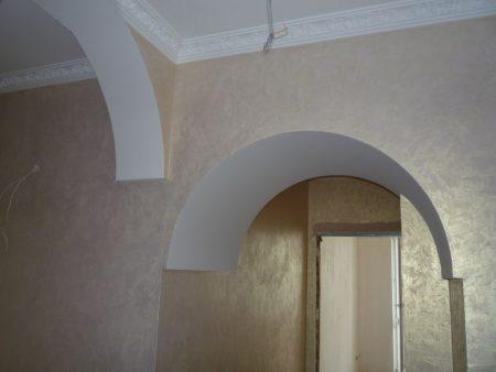 Пример отделки арки штукатуркой