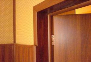 Пример отделки откосов двери