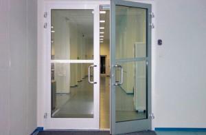 Отрегулированная дверь