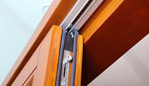 Верхняя направляющая двери