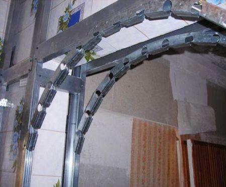 Установка металлических конструкция для монтажа арки