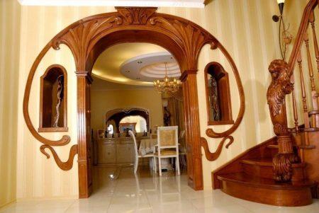 Эффектная арка из дерева