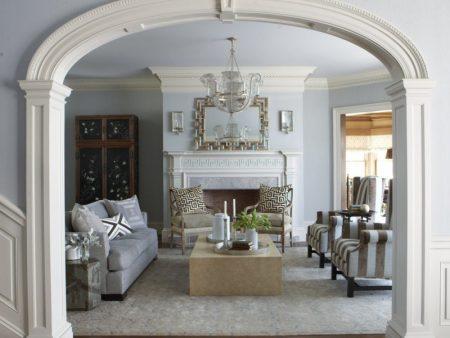 Интерьер дома с аркой