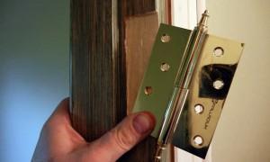 Петля на межкомнатной двери