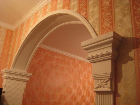Отделка арки в доме штукатуркой