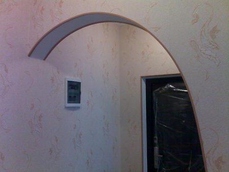 Красивая отделка арки обоями