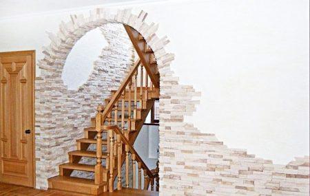 Пример отделки арки в доме плиткой