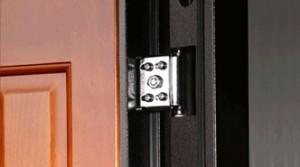 Петля металлической двери