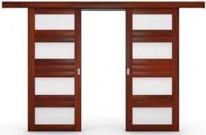 Дверь со сдвигом створок параллельно стене